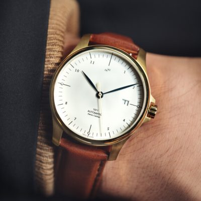1971 gold white wrist shot 576x720 4af7e9f2 36d5 45f8 9b39 2ca46dab1a4a